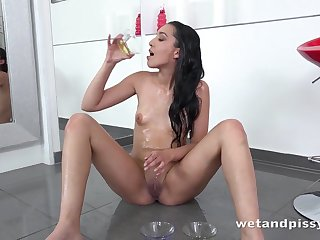 Hidden tits solo girl pours piss all unrestraint herself
