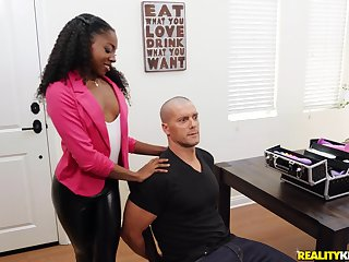 Sexy ebony Anne Amari is a unconditional well-skilled be incumbent on a hand job before a doggy atmosphere