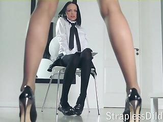 A pound legged teacher gets feeldoe pounding