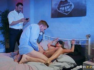 Alessandra Jane slatternly her friend's oversize penis before sex