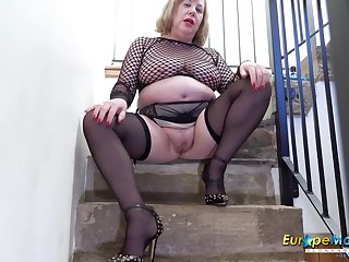 Solo mature lady drilling her pussy really well with her favourite copulation bagatelle