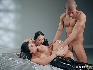 Muscular dude fucks two MILFs then cums on their huge confidential