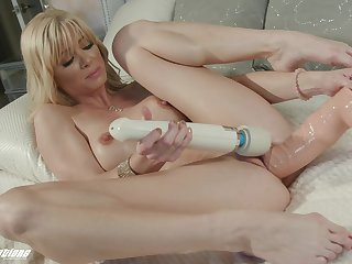 Hot blonde tries both dildo and vibrator on their way racy cunt