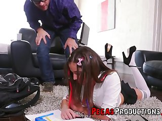 Good looking abstruse Heidi Forefront Horny fucked on make an issue of floor by her bloke