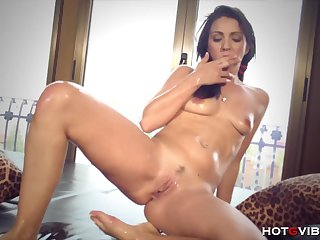 Juicy Pussy Squirting: Watch this hot latina coddle making her pussy squirt
