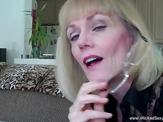 Wicked Sexy Melanie loves to give oral pleasure to a cock