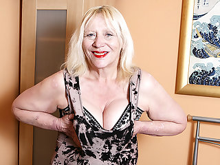 Raunchy British Housewife Playing With Her Hairy Off with - MatureNL