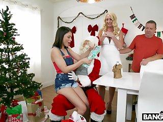 Janna Hicks and Liv Wild in amazing homemade FFM threesome