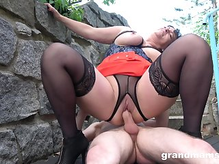 Adorable mature there beamy ass, crazy cock riding sex in a car park
