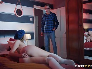 Shaved penurious pussy of likable latitudinarian is stretched missionary in hard in like manner